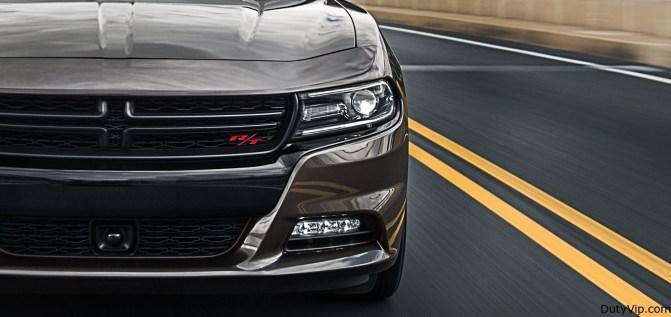 El Charger R/T Road & Track tiene una amenazante fascia delantera en Gloss Black.