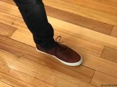 Zapatos color marrón clásico con suela blanca de Posco