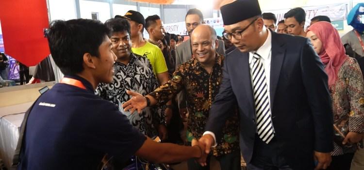 Bersalaman Dengan Bapak Ridwan Kamil