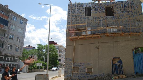 Evin duvarındaki yazıları gören şoke oldu: Hayretle okumaya çalıştılar