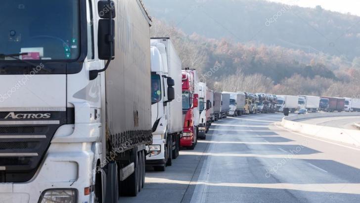 Судом отменили запрет на поставки товаров в Крым