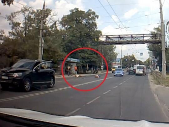 Джип в Херсоне сбил детей на пешеходном переходе