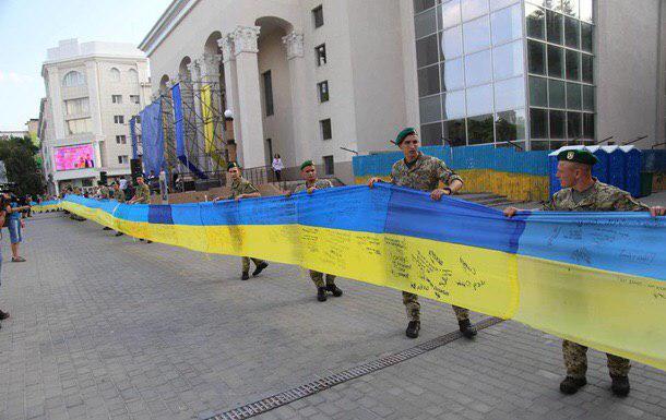 У Херсоні створили рекордний український прапор