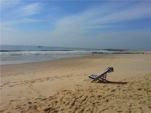 пустой крымский пляж