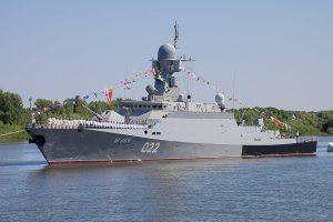 """Два российских военных корабля """"Углич"""" и """"Великий Устюг"""" через Керченский пролив вошли в акваторию Азовского моря"""