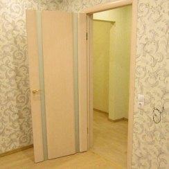 Установка межкомнатных дверей в процессе ремонта
