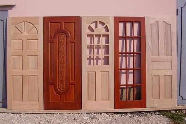 Двери из красного дерева