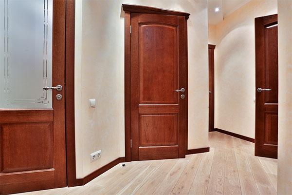 Установка дубовых дверей