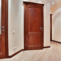 Дубовые двери в интерьере