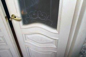 межкомнатная дверь с патиной и стеклом