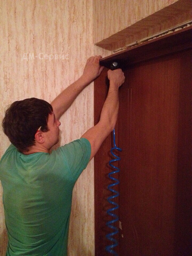 закрепление дверного добора в проеме