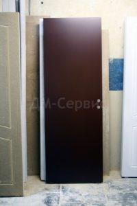 Глухая крашенная дверь в коричневый цвет