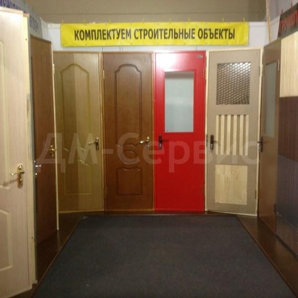 Экспозиция дверей облицованных шпоном