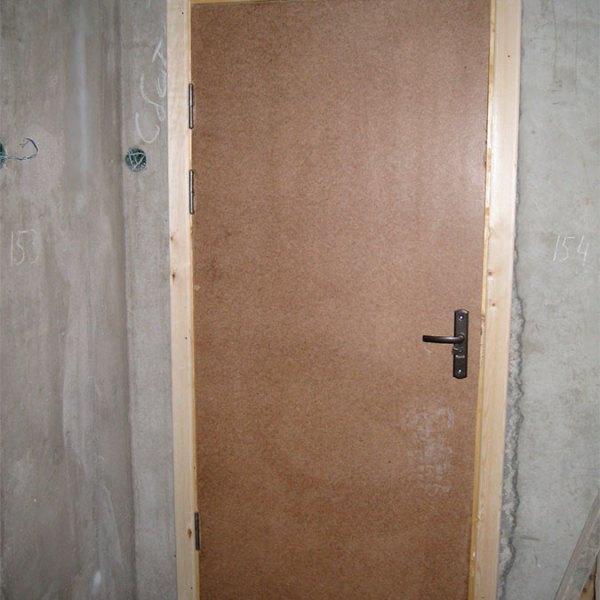 Оргалитовая дверь