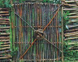 дверь из прутьев