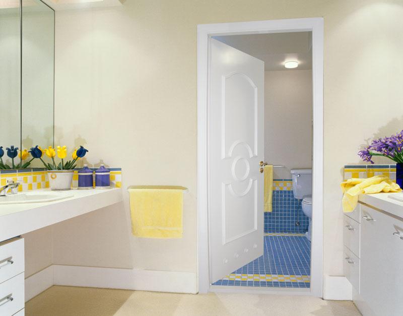 крашеная дверь для ванной