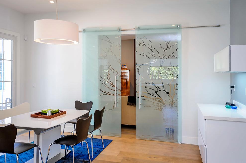 раздвижные стеклянные двери для кухни
