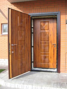 вторая входная дверь в загородном доме