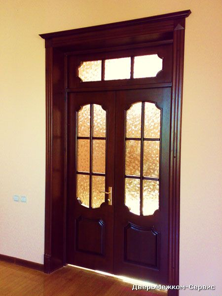 Дверь со стеклянной фрамугой