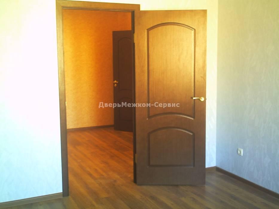Шпонированная дверь Наполеон в квартире