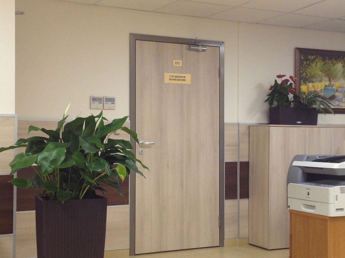 Межкомнатная дверь в служебное помещение
