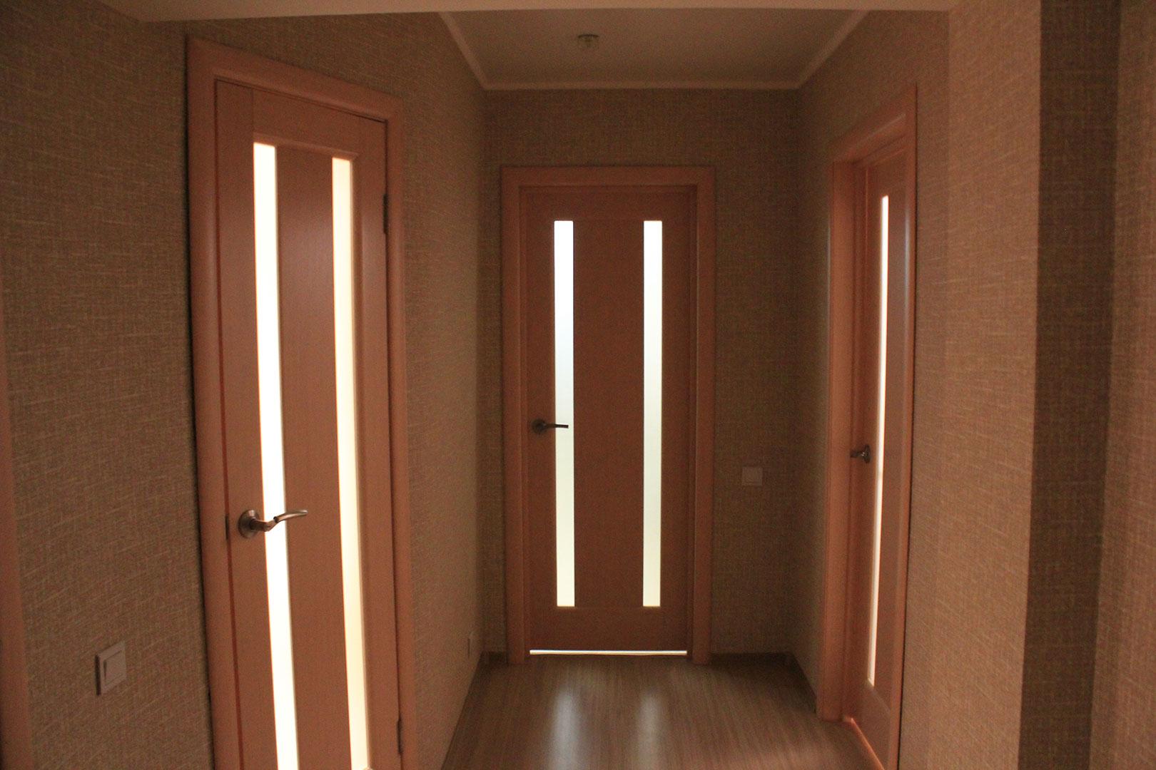 Шпонированные межкомнатные двери со стеклом