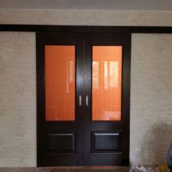Шпонированная раздвижная дверь со стеклом