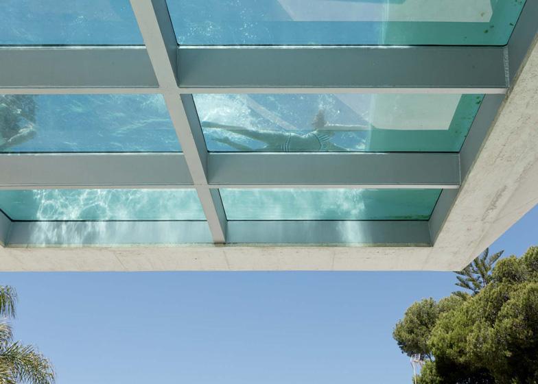 wiel-arets_vista_piscina_nadando