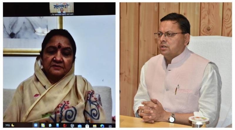 मुख्यमंत्री श्री पुष्कर सिंह धामी को माता मंगला जी ने हंस फाउण्डेशन की ओर से आपदा पीड़ितों की मदद के लिये प्रदान की 5 करोड़ की धनराशि।