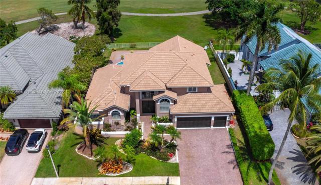 Property for sale at 641 E Laurel Ln E, Pembroke Pines,  Florida 33027