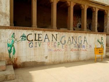 W końcu Ganga jest kobietą! O akcji sprzątania ghatów napiszę jeszcze na blogu - dość wspomnieć, że w Waranasi faktycznie jest dziś czysto!