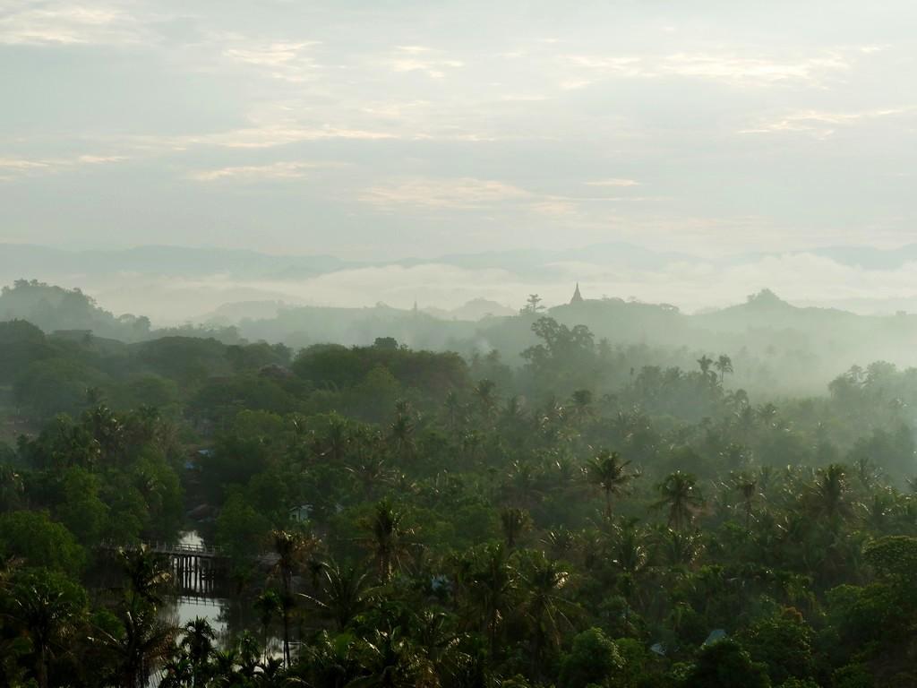 Poranek w Mrauk-U (Birma)