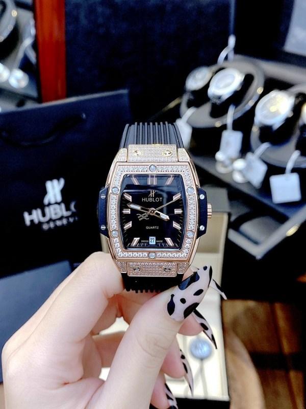 Đồng hồ Hublot dây cao su màu đen