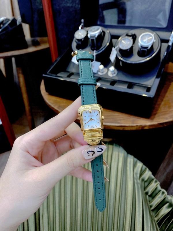 Đồng hồ Fendi nữ dây da màu xanh