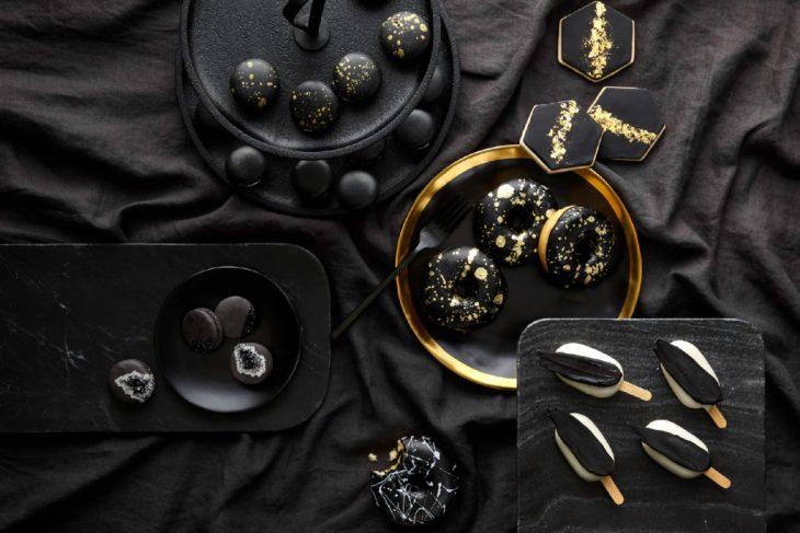Black wedding desserts