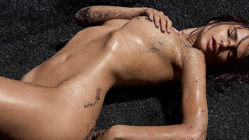 Watch GQ Cover Shoots  Emily Ratajkowski The New Queen Of Summer  GQ Video  CNE