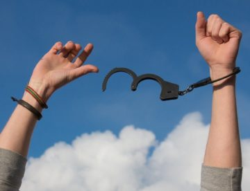 Person can be handcuffed when arrested for drug charges