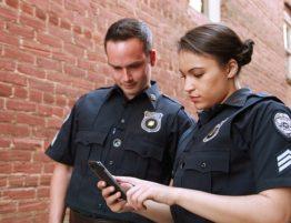 officers reading miranda warnings