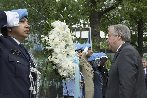 L'ONU rend hommage à deux Casques bleus gabonais décédés au service de la paix