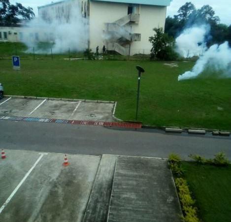 pluies de bombes lacrymogenes sur le campus dune universite gabonaise - Pluies de bombes lacrymogènes sur le campus d'une université Gabonaise