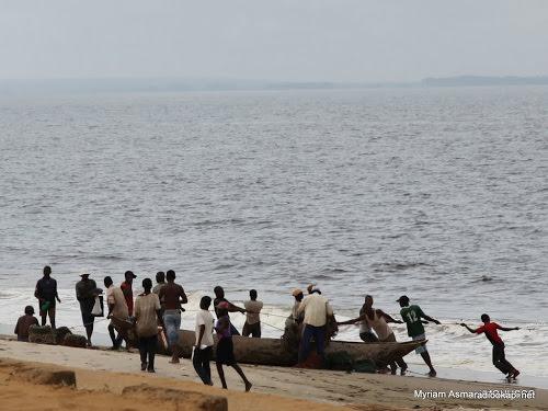 beni des pecheurs recuperent des moteurs hors bords saisis par des miliciens - Nord-Kivu : 48 pêcheurs arrêtés en Ouganda pour violation des limites lacustres