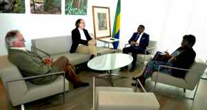France-Ambassade du Gabon : Les responsables de la Fondation internationale Léon M'ba reçus par Flavien Enongoué