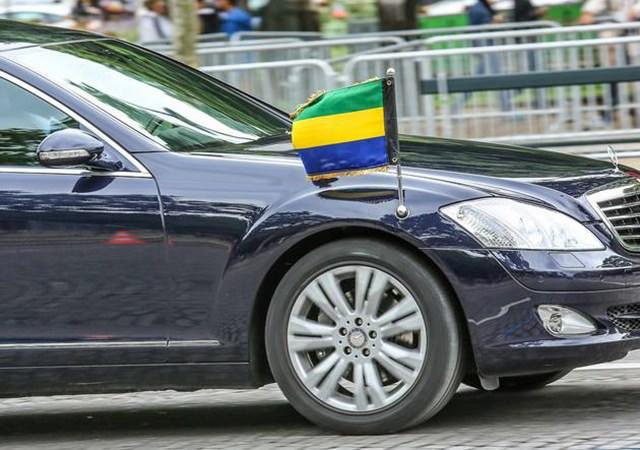 gouvernement 1 - Interdiction d'acquisition des véhicules de plus de 30 millions et des voyages en classe affaires  Qu'en est-il de la situation du Président de la République ?