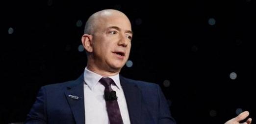 Jeff Bezos. 20181018jpg 1728x800 c - Le PDG d'Amazon va investir plus d'un milliard de dollars dans la conquête spatiale