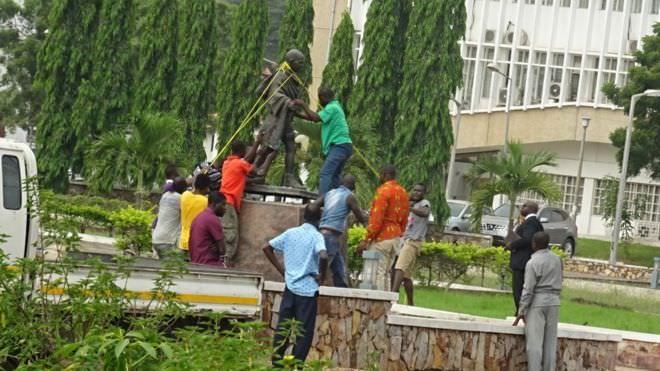 1544752962 gandhi africapostnews raciste - Ghana : Gandhi, plus le bienvenu dans une université à Accra