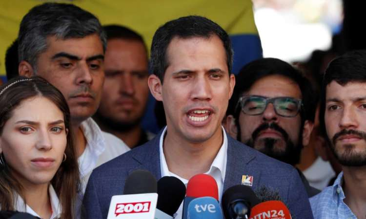 """Venezuela: Guaido avertit l'armée que bloquer l'aide est un """"crime contre l'humanité"""""""