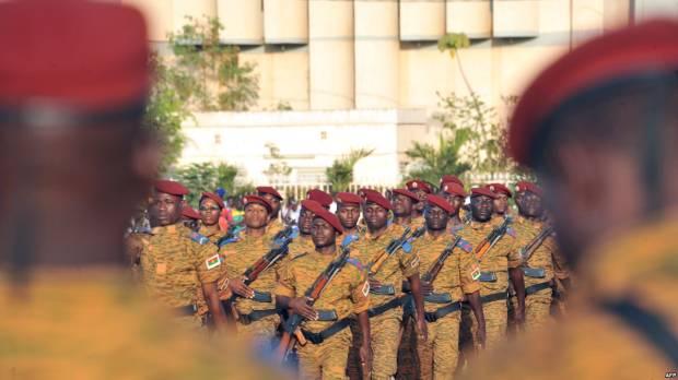 """L'armée accusée d'avoir """"abattu"""" des civils, le gouvernement nie"""