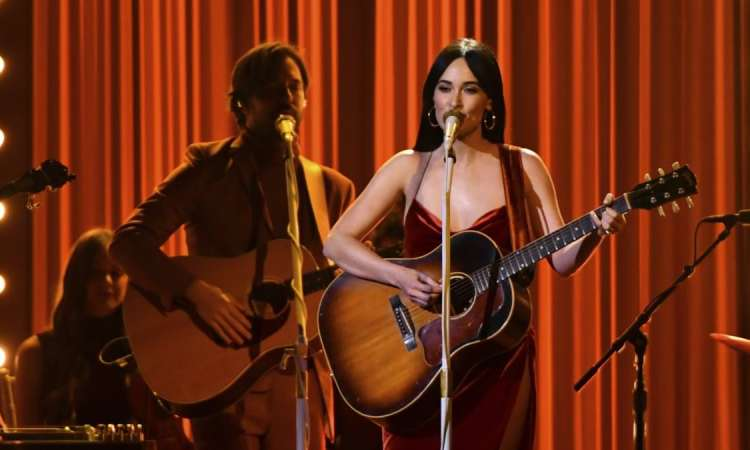 "USA/Grammy Awards: la chanteuse country Kacey Musgraves remporte l'""album de l'année"""