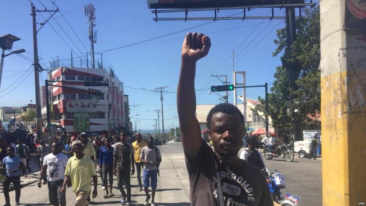 Crise en Haïti: 25 lycéens québécois rapatriés au Canada