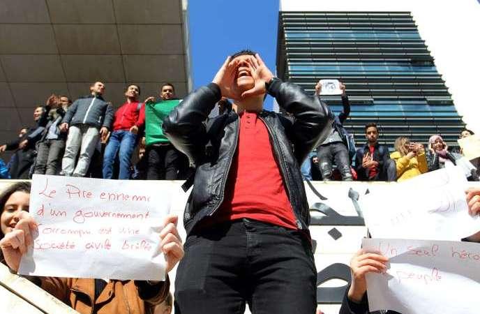 Algérie : des étudiants protestent contre la candidature de Bouteflika